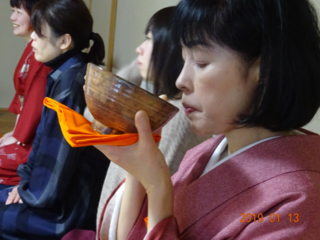 能舞台で茶道、発表茶会と能、狂言のコラボ鑑賞会を開催したい。