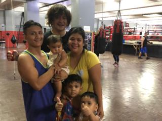 WBCチャンピン拳四朗に挑むTATAの家族及び子供達の招待