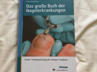 ドイツ爪の専門書を日本語で限定出版