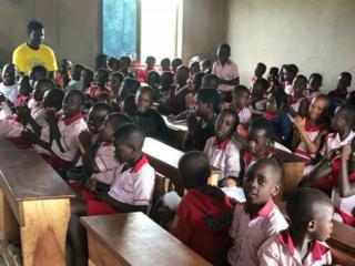 故郷のガーナに教育の普及を!文房具から始まる、未来への支援。