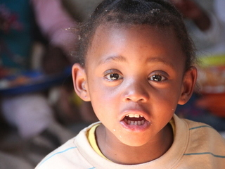 8万食の給食でスラム地区の不登校のエイズ孤児をゼロにしたい