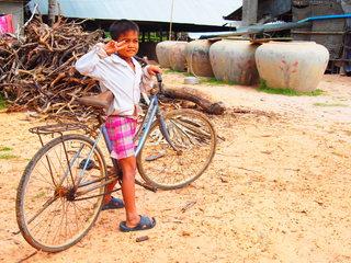カンボジアトムノ村の通学困難な子に自転車100台を届けたい!