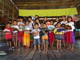 カンボジアの子供たち1000人に日本から古着を届けたい!