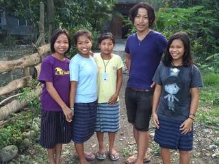 貧困連鎖から脱却!フィリピン貧困地域の村に体育館を完成させる
