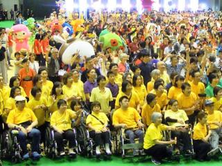 車椅子の全国大会参加者を、大型リフトバスで安全に運びたい。
