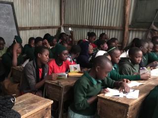 ケニアのスラムにある学校に 安心して使えるトイレを作りたい!