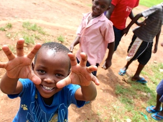 ウガンダとハワイの子ども達にクリスマスプレゼントを贈りたい!