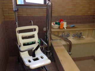 移動式の入浴介護リフターを開発し、在宅介護を助けたい!