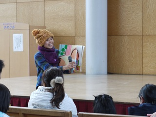 山形県真室川町の伝統を守るため昔話を元に絵本を300冊制作!