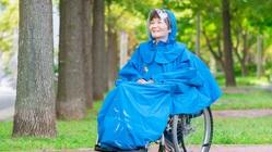 車椅子利用者が雨の日を楽しむためのおしゃれなカッパを作りたい