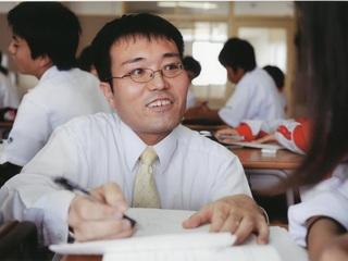 沖縄での「和田中の1000日」映画上映会を通じて地域と学校をつなげる教育を