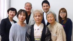 手話通訳者の職業病「頸肩腕障害」 予防・治療の本を出版!
