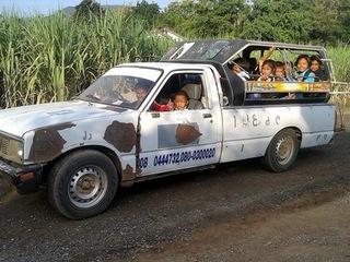 タイの県立バンワンルックの小学校に新しいスクールバスを贈る!