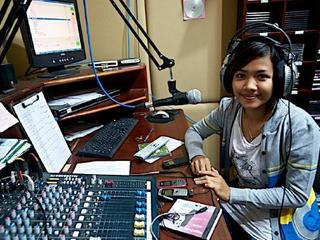 ラジオ番組を通して、カンボジアの地雷被害者に生きる勇気を!