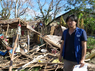 昨年の台風でフィリピンで4万軒が全壊!頑丈な家を届けたい!