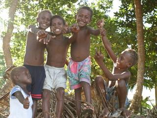 皆さんと共に紡ぐソロモン諸島の青年と「はちみつ」のストーリー