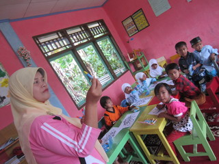 インドネシアから先生を日本に呼んで、村のゴミをゼロにしたい!