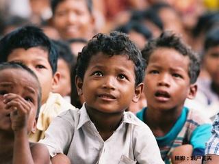学びたいと願うすべての人にカンボジアのコミュ二ティ図書館を!