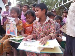 カンボジアの子供達に国から認可された教科書2000部を届けたい!