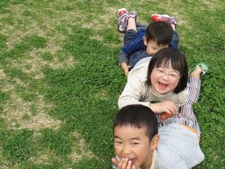 ダウン症候群の子どもの写真を集めた写真集制作と写真展開催!