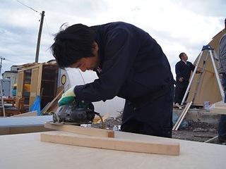 山田町に仮設倉庫を建てて、漁師さん達が生計を立てられるようにする