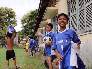 カンボジアの子供達が安全に遊べるようにグラウンドにネットを!