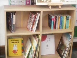 佐賀県有田駅で長時間電車待ちの人を本で楽しませる駅としょ設置