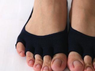 理学療法士発案!正しい歩き方が身に付く女性用美容ソックス販売