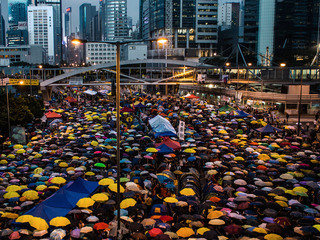 """普通選挙権を求めて起こった""""香港雨傘運動""""に触れる写真展開催"""