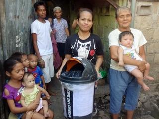 フィリピンセブ島のスラムLoregaに散乱するゴミをなくし、子供たちの健康と笑顔を守りたい!