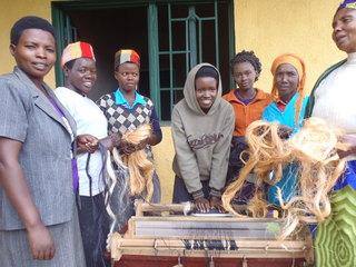 バナナ繊維を用いた技術研修で、ルワンダ180人の生活向上を!