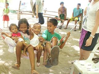 """フィリピンの""""何もなくて豊かな島""""に中学生を連れて行きたい!"""