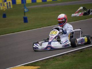 レーシングカート世界大会に出場し優勝したい!