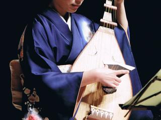 筑前琵琶の音楽を現代風にアレンジした演奏会を開催したい。