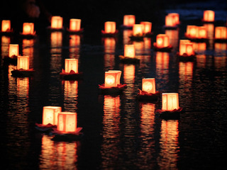 石巻市雄勝町の大須浜祭りで震災犠牲者を悼む灯籠流しの復活を!