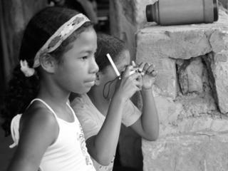 女子4人の挑戦!ブラジル貧困村の人々のために映画上映をしたい