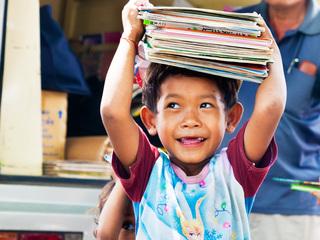 生きるために本を読む機会を!みんなでカンボジアの小学校に図書室を作ろう