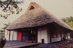 美濃・瑞浪屏風山麓に残そう江戸時代に建てられた茅葺き屋根の芸術館!