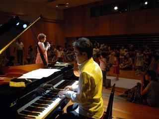 大人と子どもが歌って飛び跳ねるジャズライブを開催したい!