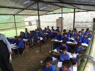 ネパール大地震の被災地に子供のための仮教室を建てる!