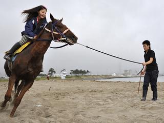 復興応援写真展「祭復活を願って 走れ!騎馬武者~相馬野馬追~」