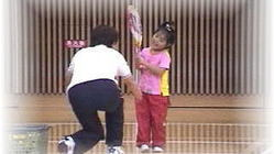 コロナ問題や生活環境に負けない子供達に新しいテニスの紹介と用具寄贈