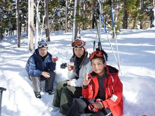 福島の子供達に家族で雪遊びをして元気と絆を取り戻してもらう