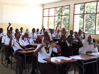 タンザニアの中学生が抱える3つの問題!タブレット教育で解決