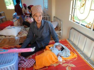 カンボジアの難民のための産婦人科医院を建設します