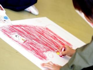 震災のダメージが残る南相馬で、子供達の美術展が開催されます。