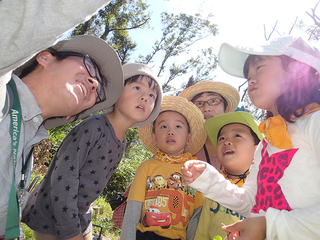 絶滅危惧種!汗びっちょりで自然を駆け巡る子どもたちの写真展!