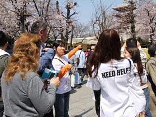 NEED HELP? Tシャツで始まる外国人旅行客無料ガイド