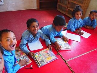 ネパールで被災した子どもたちの学校へ教材を1000セット送ります