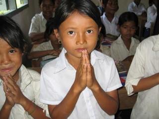 カンボジア学校の危機!シロアリ被害で傷ついた校舎を修復しよう